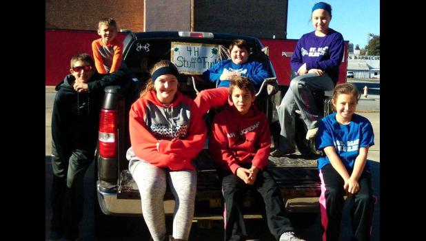 Several 4-Hers delivered food to the Daystar Food Pantry in Cairo after the Stuff-A-Truck event.