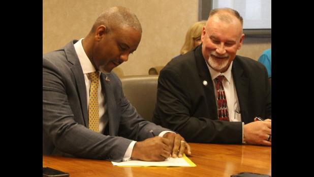 Southern Illinois University Carbondale chancellor Austin A. Lane, left, was joined by Shawnee Community College president Tim Taylor, right, in the signing of a reverse transfer agreement between SIU Carbondale and SCC.