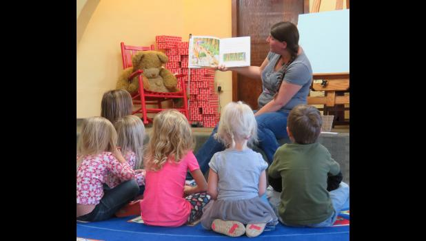 Ms. Beth read dragon-themed books to kids at a recent story time. Photo by Amber Skelton.